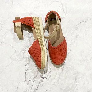 Sz 10 Earth // Red Platform Closed Toed Shoes